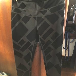 Lucy Size Medium Workout Leggings